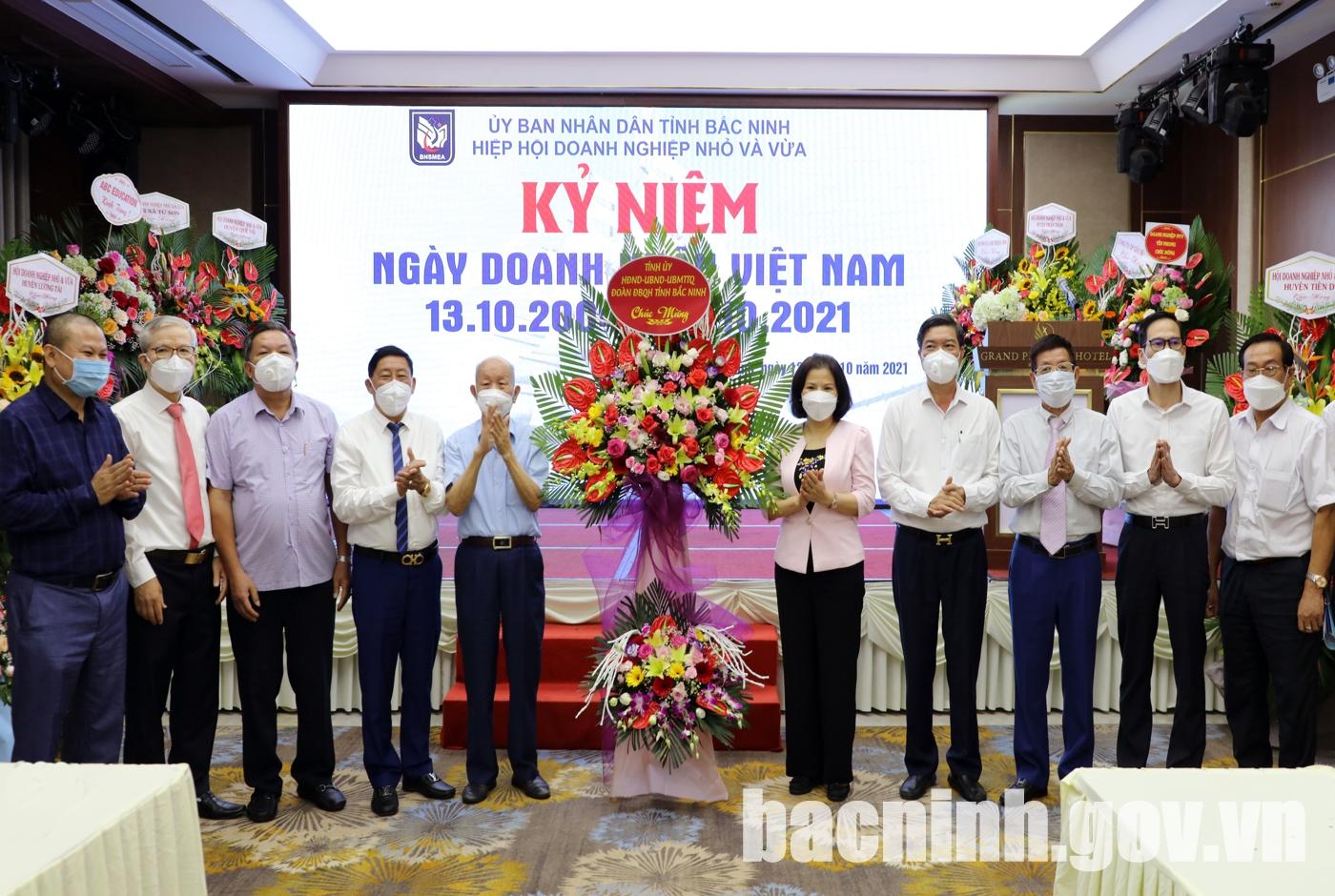 Chủ tịch UBND tỉnh Nguyễn Hương Giang thăm, chúc mừng Ngày Doanh nhân Việt Nam