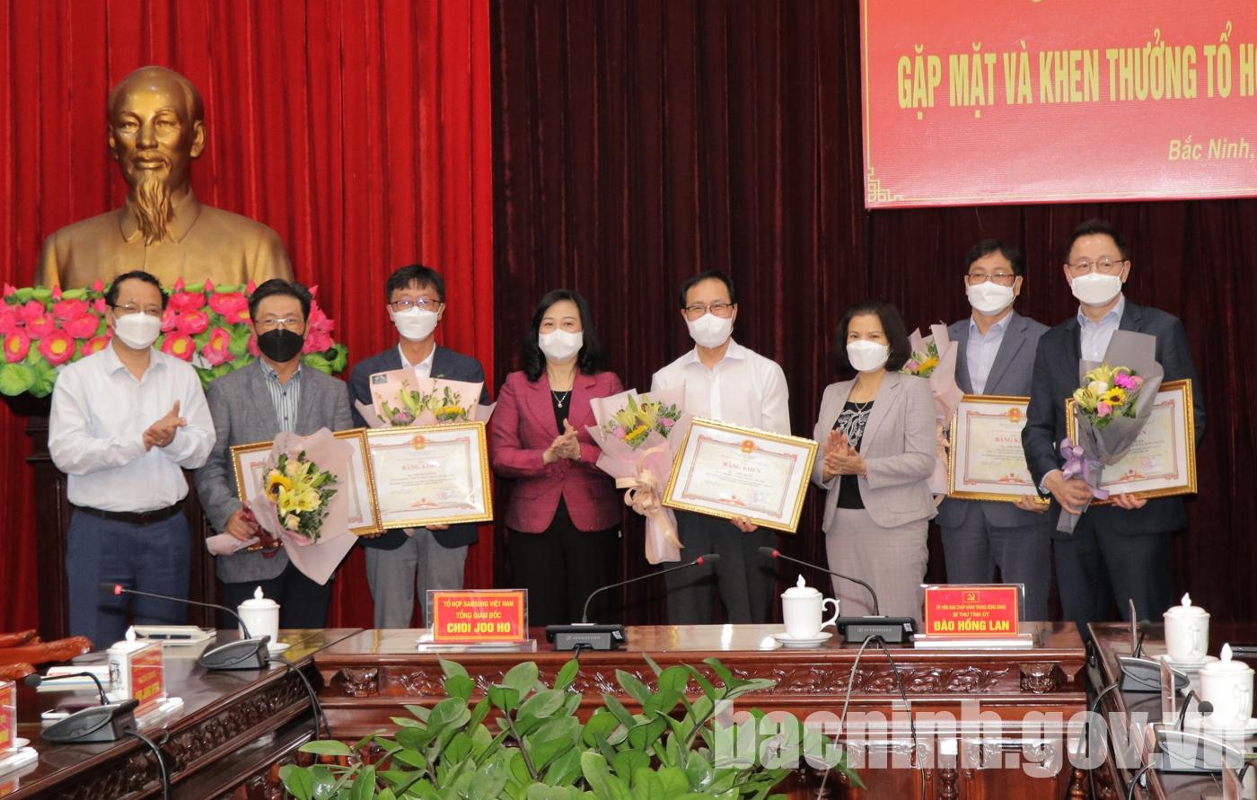 Lãnh đạo tỉnh gặp mặt và khen thưởng Tổ hợp Samsung Việt Nam