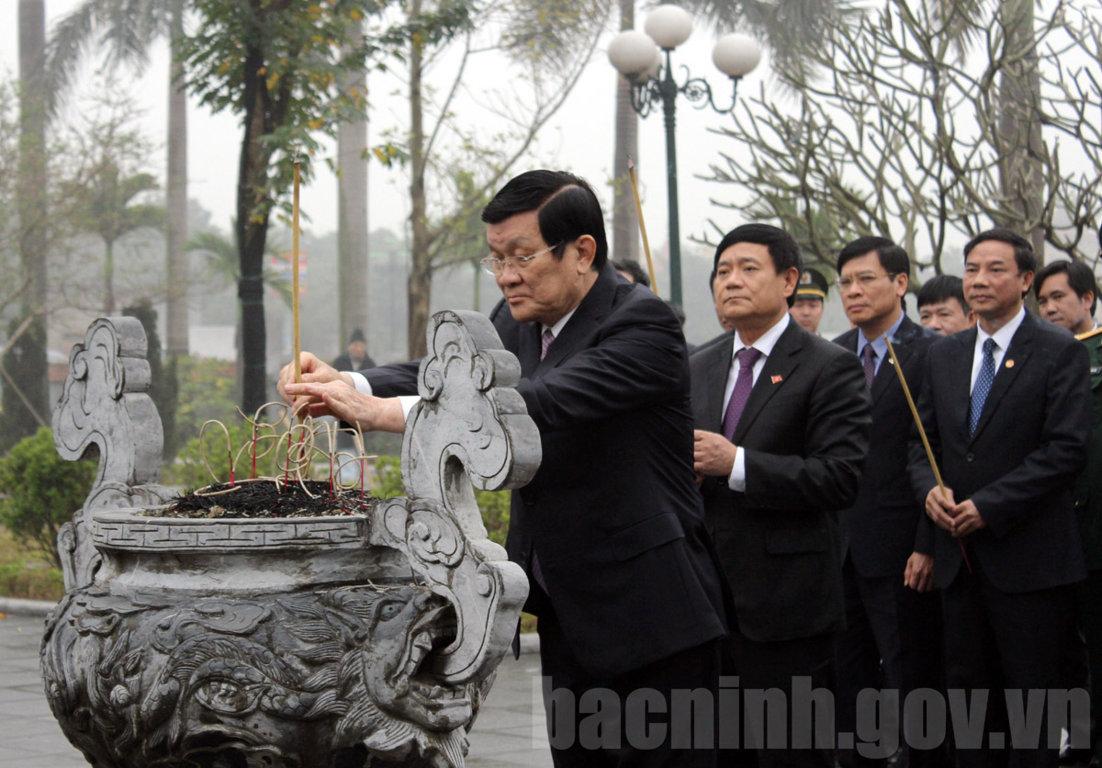Chủ tịch nước dâng hương tưởng niệm Tổng Bí thư Nguyễn Văn Cừ